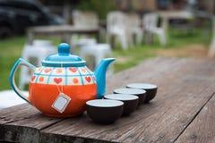 Tazas de té y pote del té Fotografía de archivo libre de regalías