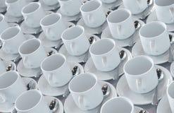 Tazas del café con leche con la cucharilla Imagen de archivo