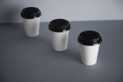 Tazas del Libro Blanco en sistema gris de la maqueta Fotografía de archivo libre de regalías