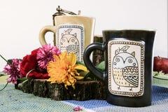 Tazas dibujadas tradicionales de té o de café Fotos de archivo