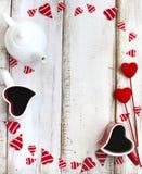 Tazas en forma de corazón de té Concepto del día de tarjetas del día de San Valentín Fotos de archivo