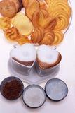 Tazas en forma de corazón del cappuccino del café del café express Foto de archivo libre de regalías