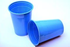 Tazas plásticas azules Imagen de archivo libre de regalías