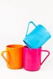 Tazas plásticas coloridas Foto de archivo