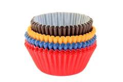 Tazas que cuecen coloreadas de la magdalena Fotografía de archivo libre de regalías