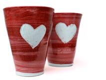 Tazas rojas del amor foto de archivo