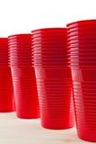 Tazas rojas plásticas foto de archivo libre de regalías