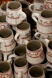 Tazas tradicionales rumanas de la arcilla fotos de archivo libres de regalías