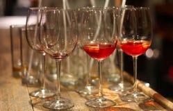 Tazas vacías de la copa de vino Fotos de archivo libres de regalías