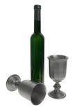 Tazas y botella del vino foto de archivo