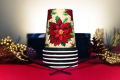 Tazas y decoraciones de la Navidad Imagenes de archivo