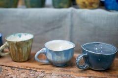 Tazas y tazas decorativas Fotografía de archivo libre de regalías