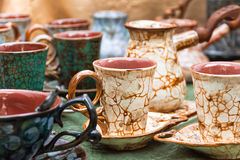 Tazas y turco de café con el modelo del craquelure Imagen de archivo libre de regalías