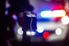 Tazer do agente da polícia imagem de stock