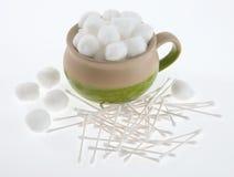 Tazón de fuente de bolas de algodón Foto de archivo libre de regalías