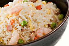 Tazón de fuente del primer de arroz de la fritada del Stir del camarón Imagenes de archivo