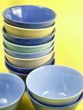 Tazones de fuente coloridos de la cocina Foto de archivo
