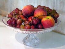 Tazones de fuente de fruta Fotos de archivo libres de regalías