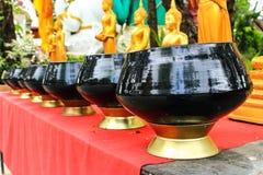 Tazones de fuente de las limosnas del monje Foto de archivo