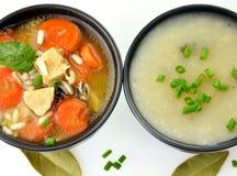 Tazones de fuente de sopa sanos fotos de archivo