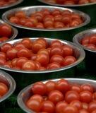 Tazones de fuente del tomate de cereza Foto de archivo libre de regalías