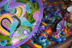 Tazones de fuente mexicanos coloridos Foto de archivo libre de regalías