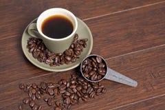 Tazza & fagioli di caffè Fotografie Stock