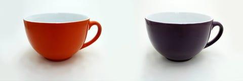 Tazza arancio e porpora su bianco Fotografia Stock Libera da Diritti