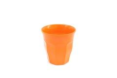 tazza arancio sull'isolato su Fotografia Stock