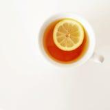 Tazza bianca di tè con il limone Fotografia Stock Libera da Diritti