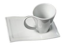 Tazza bianca e piattino isolati su fondo bianco Fotografie Stock