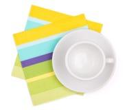 Tazza bianca vuota su placemat Fotografie Stock