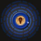 Tazza blu della lampadina in cappuccino Immagine Stock Libera da Diritti