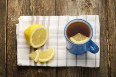 Tazza blu di tè con il limone Fotografia Stock Libera da Diritti