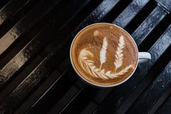 Tazza calda di arte del latte del caffè fotografia stock libera da diritti