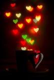 Tazza con il bello modello in forma di cuore del bokeh Fotografie Stock