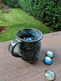 Tazza con le perle di vetro Immagine Stock Libera da Diritti