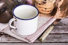 Tazza d'annata di latte Immagine Stock Libera da Diritti