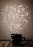 Tazza da caffè con gli accessori disegnati a mano della cucina Fotografie Stock Libere da Diritti