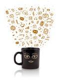 Tazza da caffè con le icone disegnate a mano di media Fotografia Stock