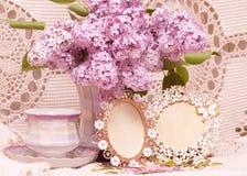 Tazza da the con i fiori della molla Fotografie Stock Libere da Diritti