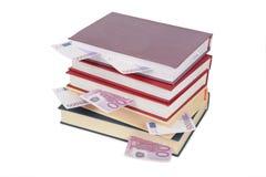 Tazza dei libri con l'euro 2 Immagini Stock