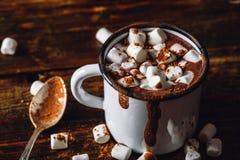 Tazza del cacao con la caramella gommosa e molle Fotografie Stock