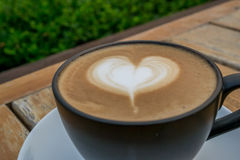 Tazza del caffè caldo del cappuccino Immagini Stock Libere da Diritti