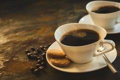 Tazza del caffè di cottura a vapore caldo fresco aromatico del caffè espresso Immagini Stock Libere da Diritti