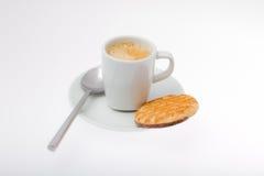 Tazza del caffè espresso con il biscotto Fotografia Stock Libera da Diritti