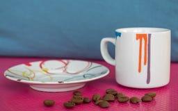 Tazza del caffè espresso sui colori morbidi Immagini Stock