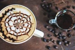 Tazza del caff? del Latte con progettazione immagini stock