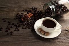 Tazza del cofee con i fagioli di cofee e dello zucchero Fotografie Stock Libere da Diritti
