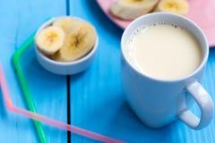 Tazza del frullato della banana Fotografie Stock Libere da Diritti